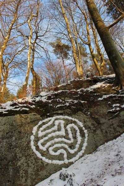 """Januar 2016  """"Organismus""""  Schnee auf Felsen bei Würzbach Saarl."""