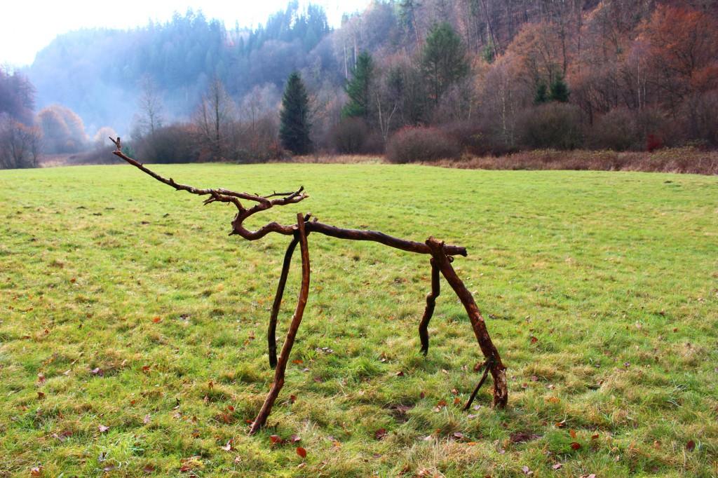 """Dezember 2013,   """"Röhrender Hirsch""""  Fundhölzer (Kiefer) auf einer Waldwiese im Pfälzer Wald bei Hinterweidenthal"""